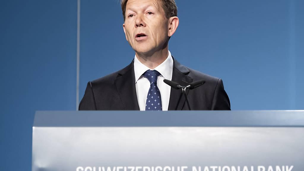 Laut SNB-Vizepräsident Fritz Zurbrügg sind Negativzinsen in der Schweiz weiterhin notwendig. (Archivbild)
