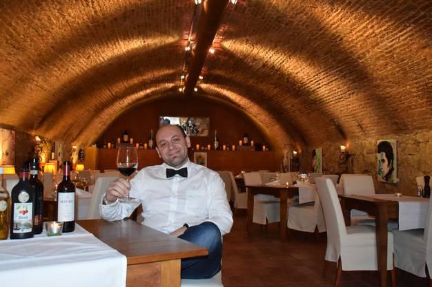 Das Aarburger Speiselokal ist einzigartig: Es befindet sich im ältesten Gewölbekeller des Kantons aus dem Jahre 1743. Vor sieben Jahren hat Wirt Dini Hasani den Keller in ein Restaurant verwandelt und bietet heute Fisch, Fleisch, aber auch vegetarische Gerichte an.