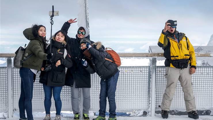 Wird die Schweiz aus dem Schengen-Raum ausgeschlossen, brauchen asiatische Touristen, wie hier auf dem Jungfraujoch, für die Schweiz ein zusätzliches Visum.
