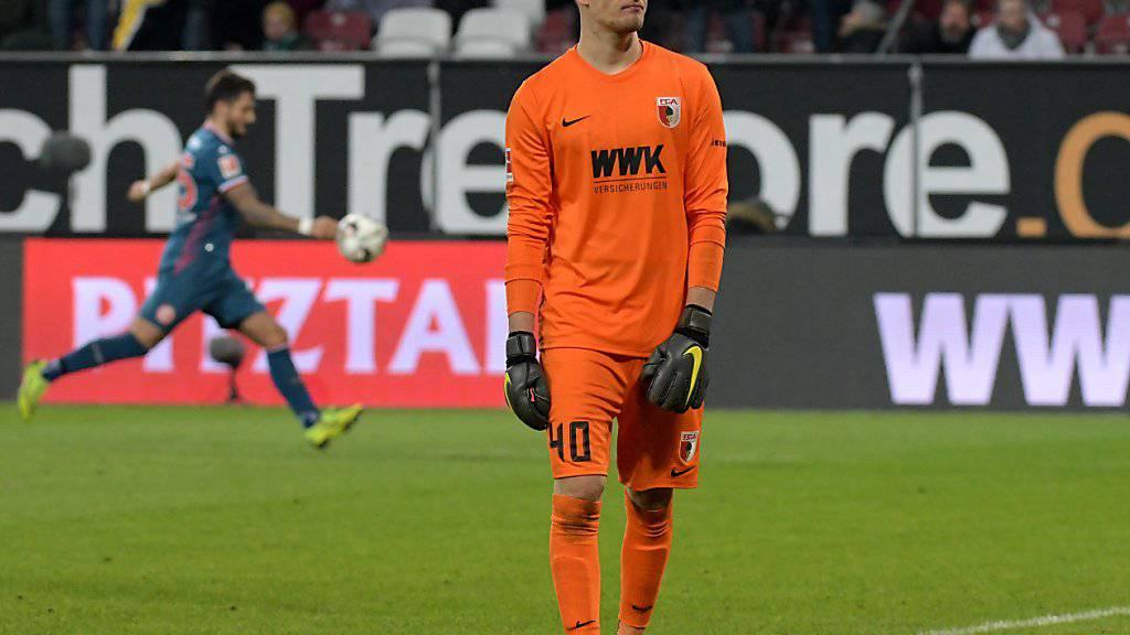 Für Gregor Kobel verlief das Debüt für den FC Augsburg nicht nach Wunsch: Die Augsburger verloren das Abstiegsduell gegen Fortuna Düsseldorf 1:2