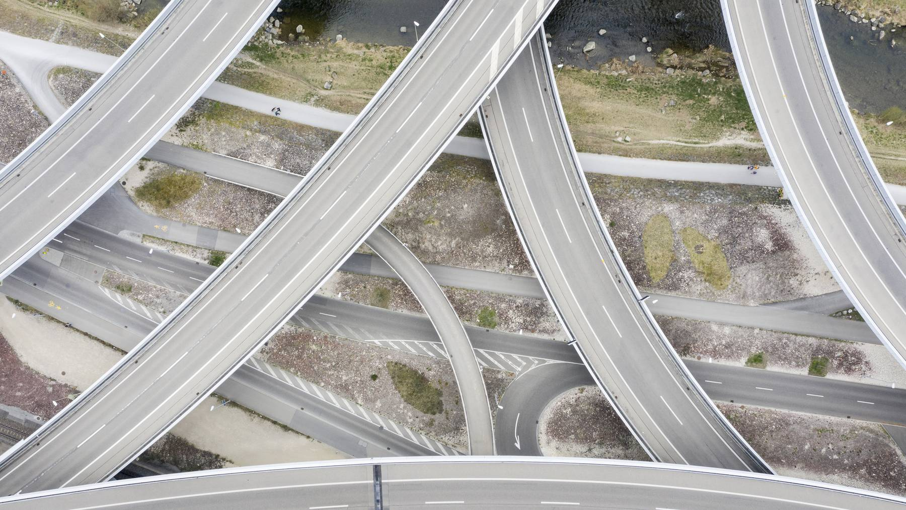 Dank den leere Strassen weist die Luft in der Schweiz bessere Stickoxid-Werte auf.