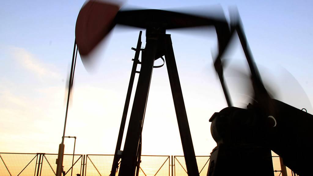 Die Ölpreise haben am Donnerstag wegen einer anziehenden Nachfrage zugelegt und sind auf den höchsten Stand seit mehreren Jahren gestiegen. (Archiv)