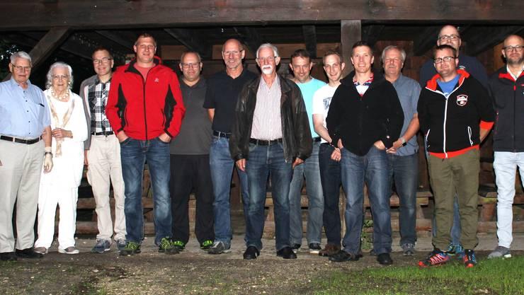 Der Vorstand des BFVG mit aktiven und ehemaligen Instruktoren sowie Ehrenmitgliedern.