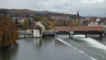 Beim Kraftwerk Bremgarten-Zufikon wird in die Wehrsicherheit investiert. (Bild: Hans Lüthi)