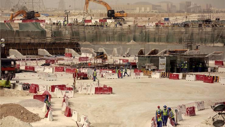 Bauarbeiten für die Fussball-WM in Katar – muss der Bund wegen Menschenrechtsverletzungen aktiv werden?
