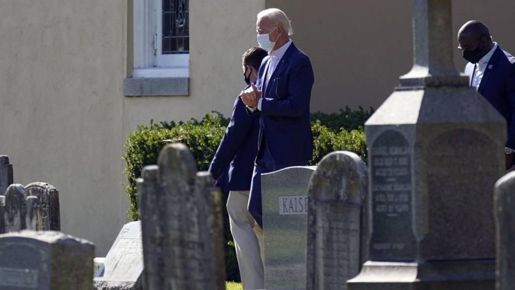 Joe Biden, «Gewählter Präsident» («President Elect») verlässt nach einer Messe das Gelände der St. Joseph on the Brandywine Church. Foto: Carolyn Kaster/AP/dpa