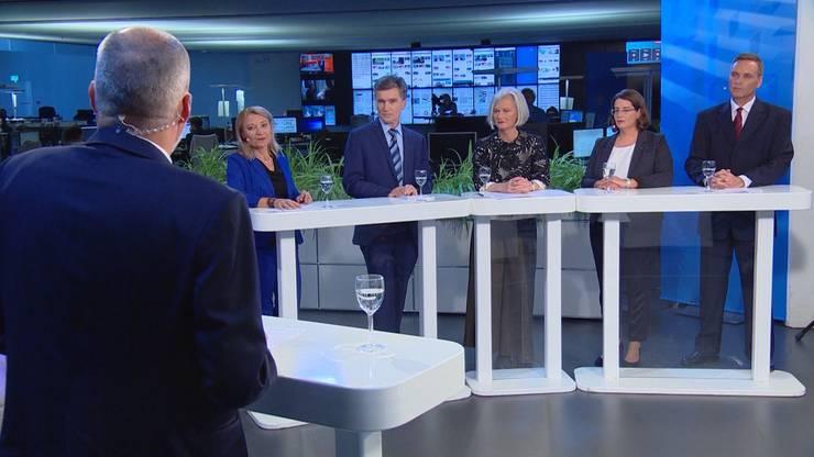 AZ-Chefredaktor Rolf Cavalli fühlt Yvonne Feri (SP), Severin Lüscher (Grüne), Doris Aebi (GLP), Jeanine Glarner (FDP) und Jean-Pierre Gallati (SVP) auf den Zahn (von links nach rechts).