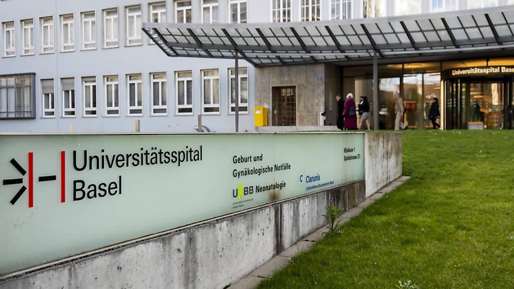 Die 67-jährige Coronavirus-Patientin starb am Donnerstag im Basler Universitätsspital. (Archivbild)