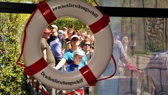 Gestern Sonntag am Hallwilersee: Der Andrang zum Drachenforschungsschiff «Brestenberg» war gross.