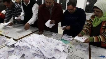 Die Auszählung der Wahlzettel nach dem Verfassungsreferendum zieht sich hin (Archiv)