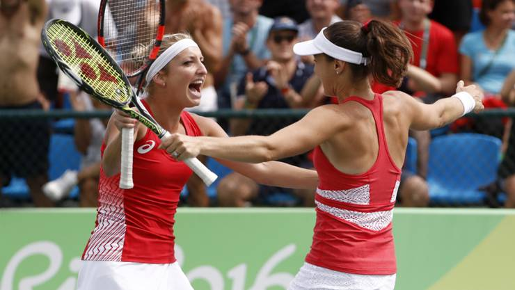 Ersehnter Schweizer Jubel: Timea Bacsinszky (li.) und Martina Hingis kommen einer Medaille näher
