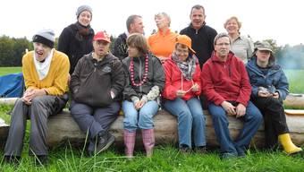 Acht Bewohnerinnen und Bewohner des Discherheims posieren mit drei Betreuern fürs Gruppenbild.