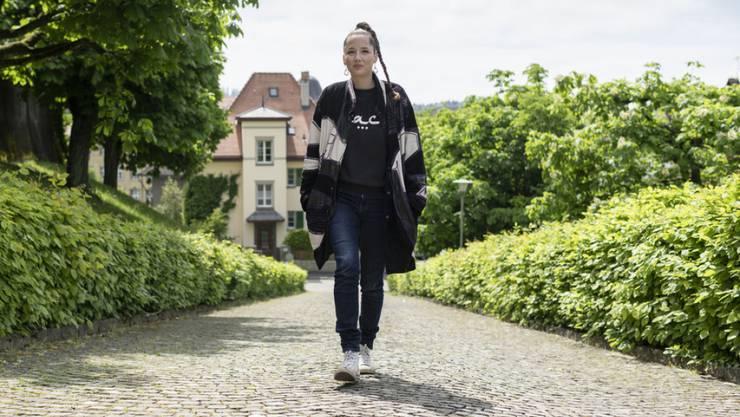 """Heute erscheint """"PS:"""", das neue Album von Steff la Cheffe: Auf einem Spaziergang in ihrer Heimatstadt Bern spricht sie über das zentrale Thema in den Songs."""