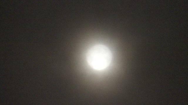 Der grösste Mond, den Sie je gesehen hast