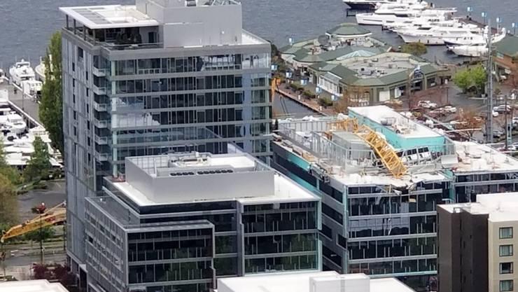 In Seattle hat sich am Samstag (Ortszeit) ein Unglück mit einem Kran auf einem Gebäude ereignet - dabei wurden zahlreiche Menschen getötet.