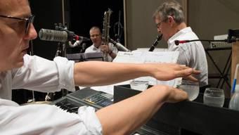 """Herwig Ursin, Jan Ratschko und Ruedi Häusermann (v.l.n.r.) haben am 28. September 2016 im Theater Tuchlaube in Aarau ihr neuestes Musiktheaterstück """"RadioMoos"""" uraufgeführt"""