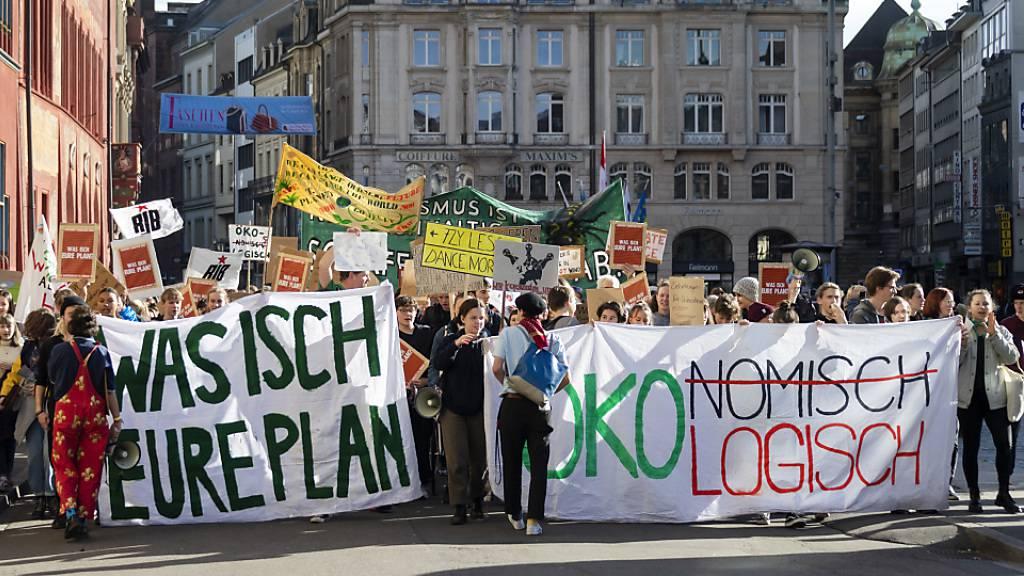 Sonntägliche Klimademonstration in Basel mit rund 600 Teilnehmenden