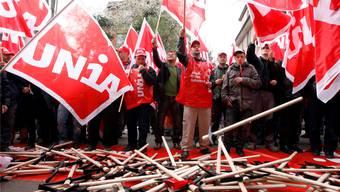 Es wäre nicht das erste Mal: Zuletzt streikten Bauarbeitende 2008 landesweit. ALESSANDRO DELLA BELLA/Keystone