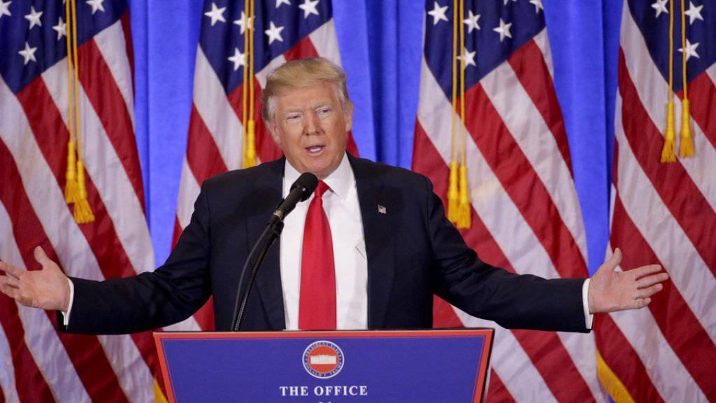 Donald Trump am Mittwoch vor den Medien in der Lobby des Trump Towers in New York.