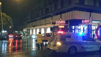 Die Polizei hat aus Angst vor einem Terrorakt einen Geiselnehmer in einem Vorort von Melbourne erschossen.