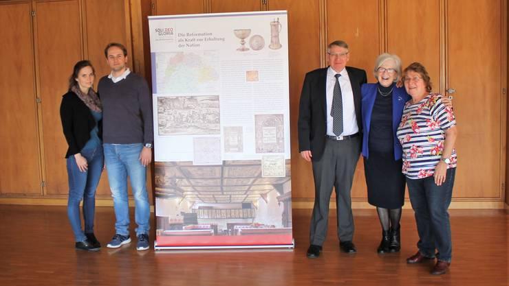 links: der ungarische Konsul mit Frau rechts: Pfarrerehepaar Laffer und Monika Weibel