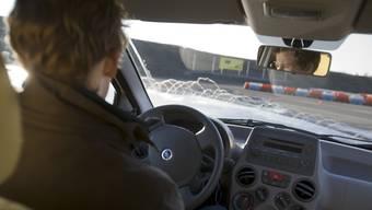 Ein Mann aus Turgi muss ein teures Fahrcoaching absolvieren, obwohl er das Verkehrsgutachten bestanden hat. (Symbolbild)
