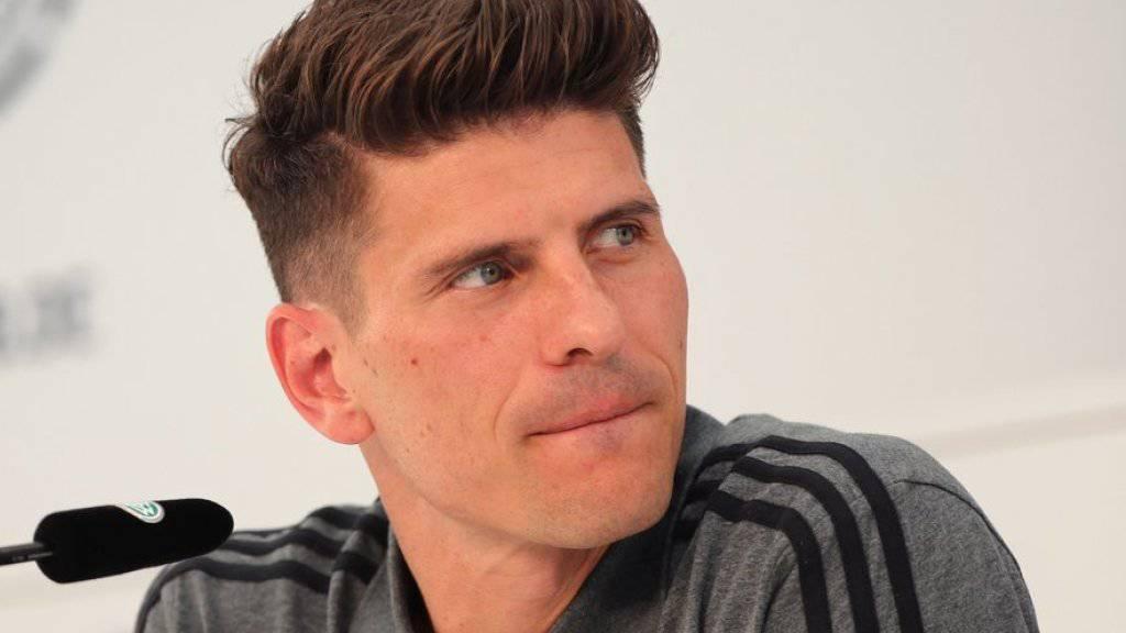 Egal ob Deutschland gewinnt oder nicht - nach der EM wird Fussballer Mario Gomez heiraten. (Archiv)