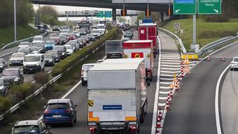 Keine grüne Welle: In der Schweiz erreichen die Lastwagentransporte ein Rekordniveau. (Archivbild)