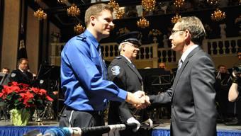Polizei-Vorsteher Urs Hofmann ehrte anlässlich der Jahresschlussfeier der Kantonspolizei Aargau Dutzende Polizisten