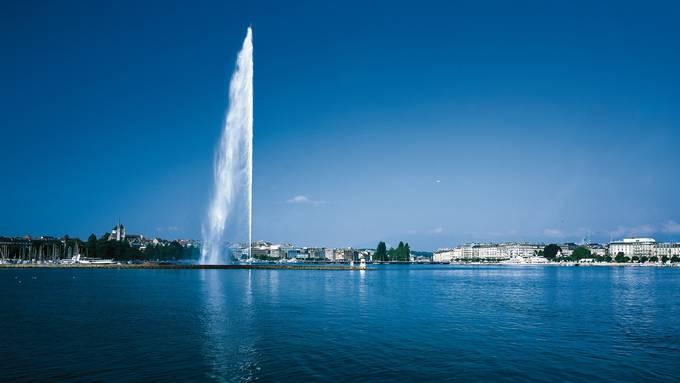 Der Jet d'Eau ist in Genf nach einer monatelangen Corona-Pause in Betrieb. Doch die lokale Hotellerie spürt die Folgen der Pandemie noch immer.