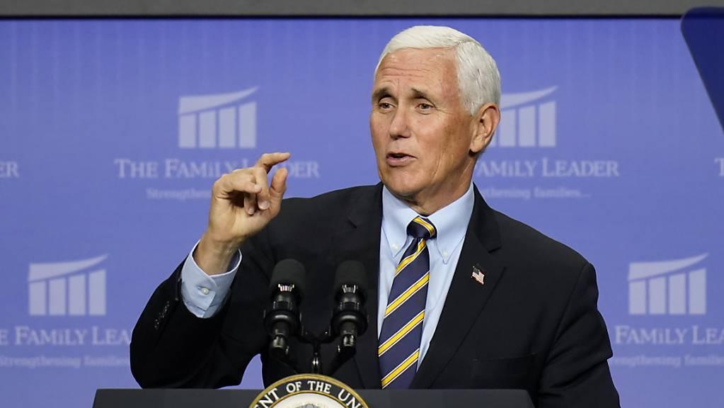 Mike Pence, Vizepräsident der USA, spricht bei einer Veranstaltung der Family Leader Foundation. Foto: Charlie Neibergall/AP/dpa