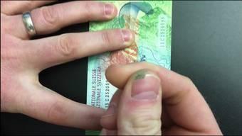 Rubbel die neue 50er-Note – sie färbt ab.