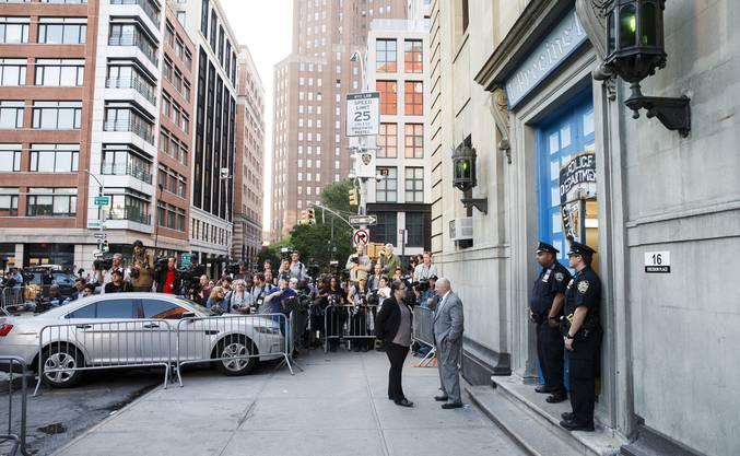 Harvey Weinstein stellt sich der Polizei