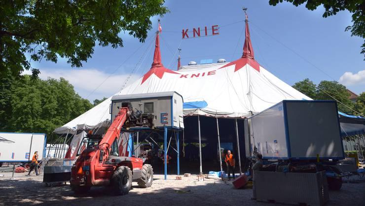 Nach den Verzögerungen steht das Zelt nun in Basel.