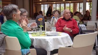Fürs Frühlingsfest waren auch Angehörige und Freunde ins Alterszentrum eingeladen.