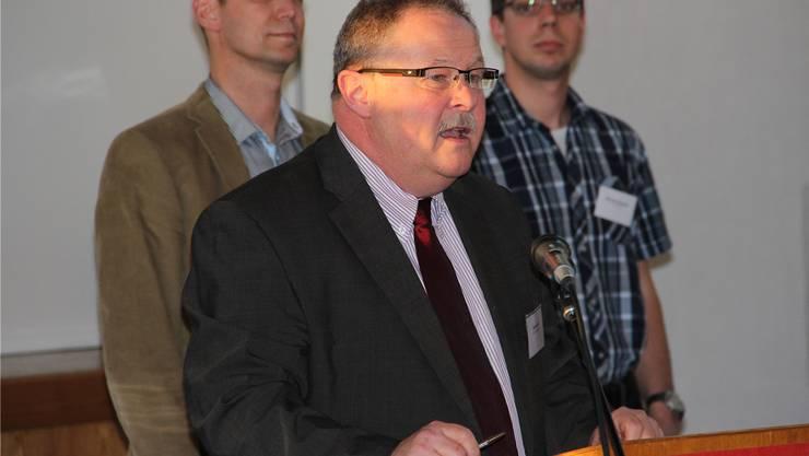 Gemeindeammann Kurt Diem (Mitte) beim Gewerbeapéro in Stetten.sBR