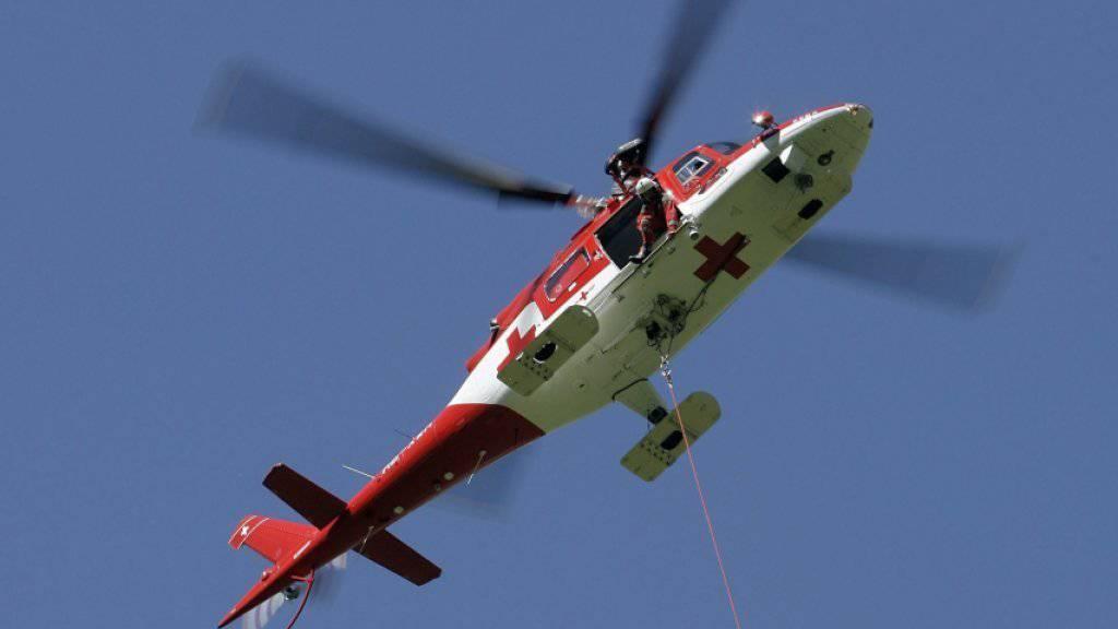 Der Arbeiter wurde mit der Rega ins Spital geflogen. (Symbolbild)