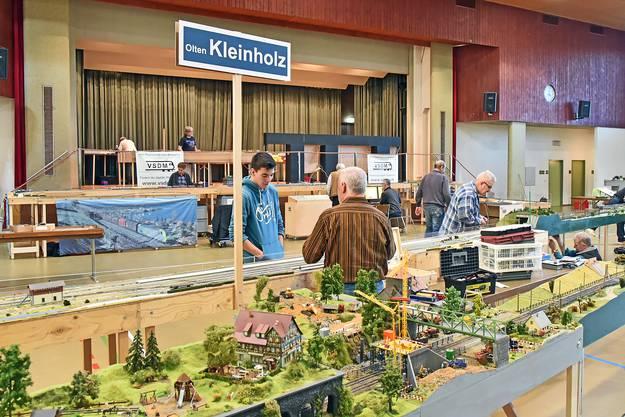 Rundgang durch die Mehrzweckhalle in Niedergösgen: Modelleisenbahnanlagen verschiedener Spurweiten, bestehend aus über 150 Modulen und einer Gleislänge von 450 Metern.