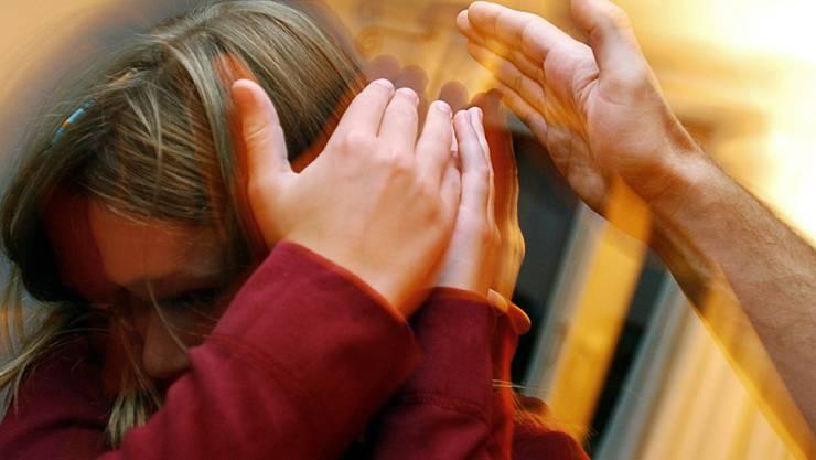Die Stiftung Kinderschutz Schweiz will daran erinnern, dass Gewalt in der Erziehung keine Lösung und nicht akzeptabel ist. (Symbolbild)