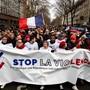 Die «roten Schals» sehen sich als Gegenbewegung zu den «Gelbwesten». Tausende gingen gestern in Paris auf die Strasse, um gegen ein Ende der Gewalt und für die Politik der französischen Regierung zu demonstrieren.ETIENNE LAURENT/Keystone