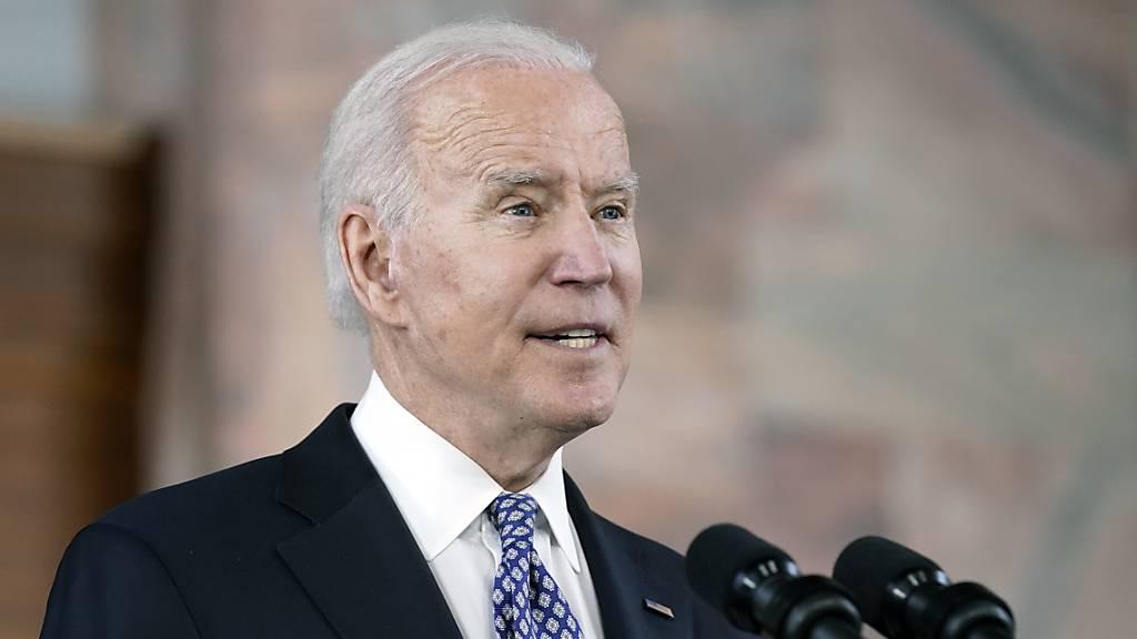 Joe Biden, Präsident der USA, spricht an der Emory University in Georgia nach einem Treffen mit führenden Vertretern der asiatisch-amerikanischen und pazifischen Gemeinschaft.
