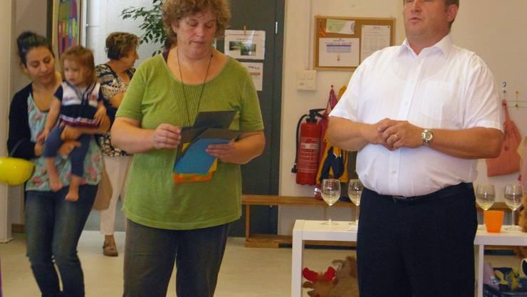 Vereinspräsidentin Käthi Walde (links) und Gemeindepräsident Peter Hodel.