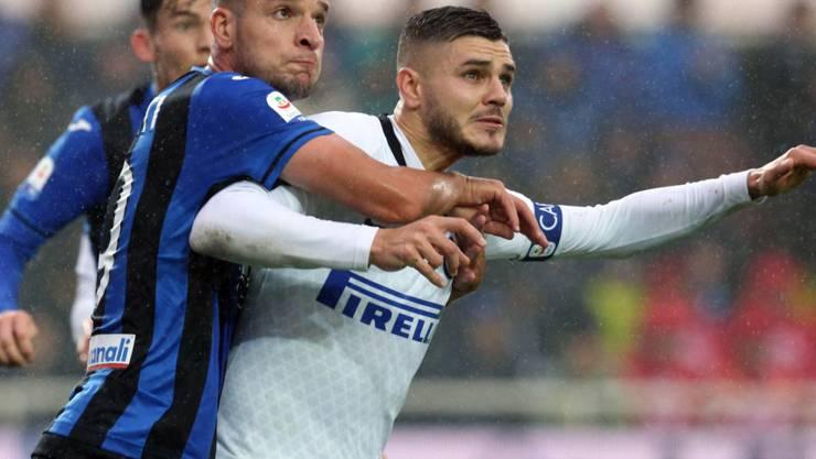 Der ehemalige FCZ-Verteidiger Berat Djimsiti setzt sich gegen Mauro Icardi von Inter Mailand resolut durch