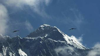 Wer auf den Mount Everest möchte, muss davor wohl bald mindestens einen 6500-Meter-Gipfel bezwungen haben. Das nepalesische Tourismusministerium plant diese und andere Sicherheitsmassnahmen. (Archivbild(