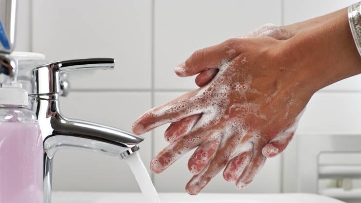 Händewaschen ist weiterhin sehr wichtig.