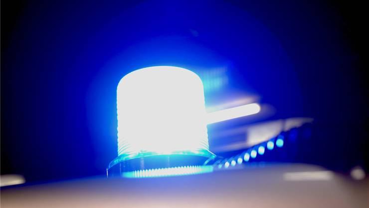 Die Polizei fahndet nach dem Täter. (Symbolbild)