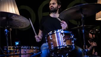 Dan Weiss begeistert an seinem Schlagzeug.zvg/Marin Valentin Wolf
