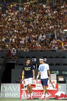 Roger Federer und Stan Wawrinka im Training vor über 3000 Fans