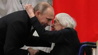 Ein ungleiches Paar: Putin und die Menschenrechtlerin Alexejewa 2017.