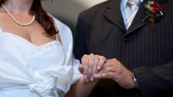 Die Eheringe dürfen bei einer Trauung nicht fehlen. Symbolbild: KEYSTONE